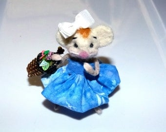 Handmade Needle felted of 100% wool miniature collectible Spring Celebrations Miss Mice felted mouse artist wool Mice