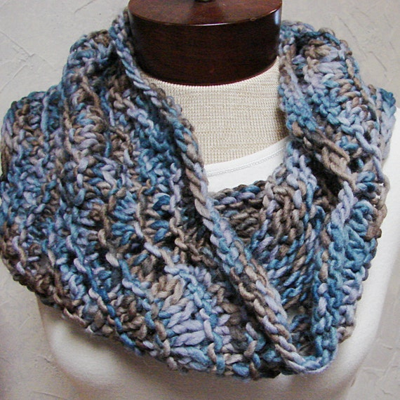Items similar to Pattern Super Quick Hand Knit Cowl Knit ...