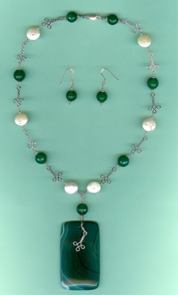 Green Agate & Freshwater Coin Pearls Sterling Silver Celtic Link Drop Set