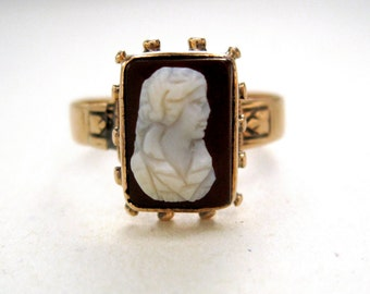 Antique Victorian Dark Red Cameo Ring in 10k Gold