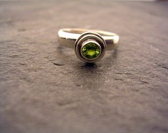 Sterling Silver Fountain Ring with Peridot