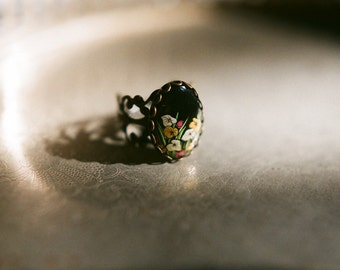 Adjustable antiqued bronze ring with vintage painted flowers cabochon - Lily pond