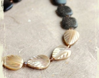 Necklace Feuilles de sable (Sand leaves) – natural mother of pearl, tiger ebony wood, Swarovski crystals