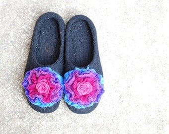 Felted slippers black with colorful purple flower radiant orchid pink made of wool HANDMADE TO ORDER