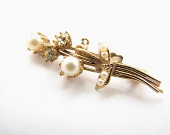 Dainty vintage seed pearl pin / victorian style