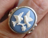 vintage AVON Love Birds periwinkle blue cameo silver ring size 6