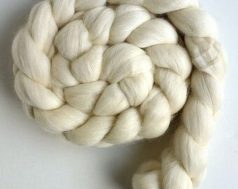 Corriedale Ecru Roving (Top) - Ecru Spinning or Felting Fiber