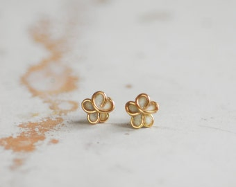 5mm 14k Gold Forget Me Not Post Stud Earrings Cream White, 4th 1st 50th Anniversary Gift Paper Memorial Jewelry Boss Coworker Best Friend