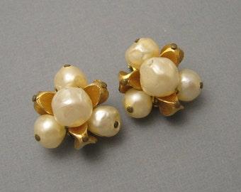 Vintage Earrings Hattie Carnegie Faux Pearl Cluster Jewelry  E5563