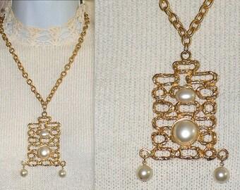 Vintage Necklace - Pendant - Chain - Mod BoHo - Dangle Chunky - Gold Metal Pearl Beads