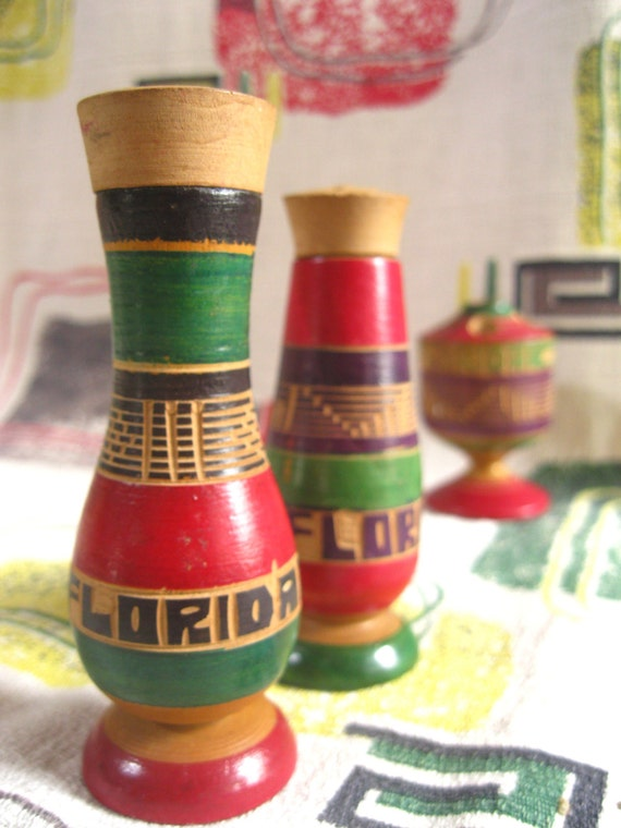 Vintage Florida souvenir salt and pepper shakers - 1950s carved wood made in Mexico