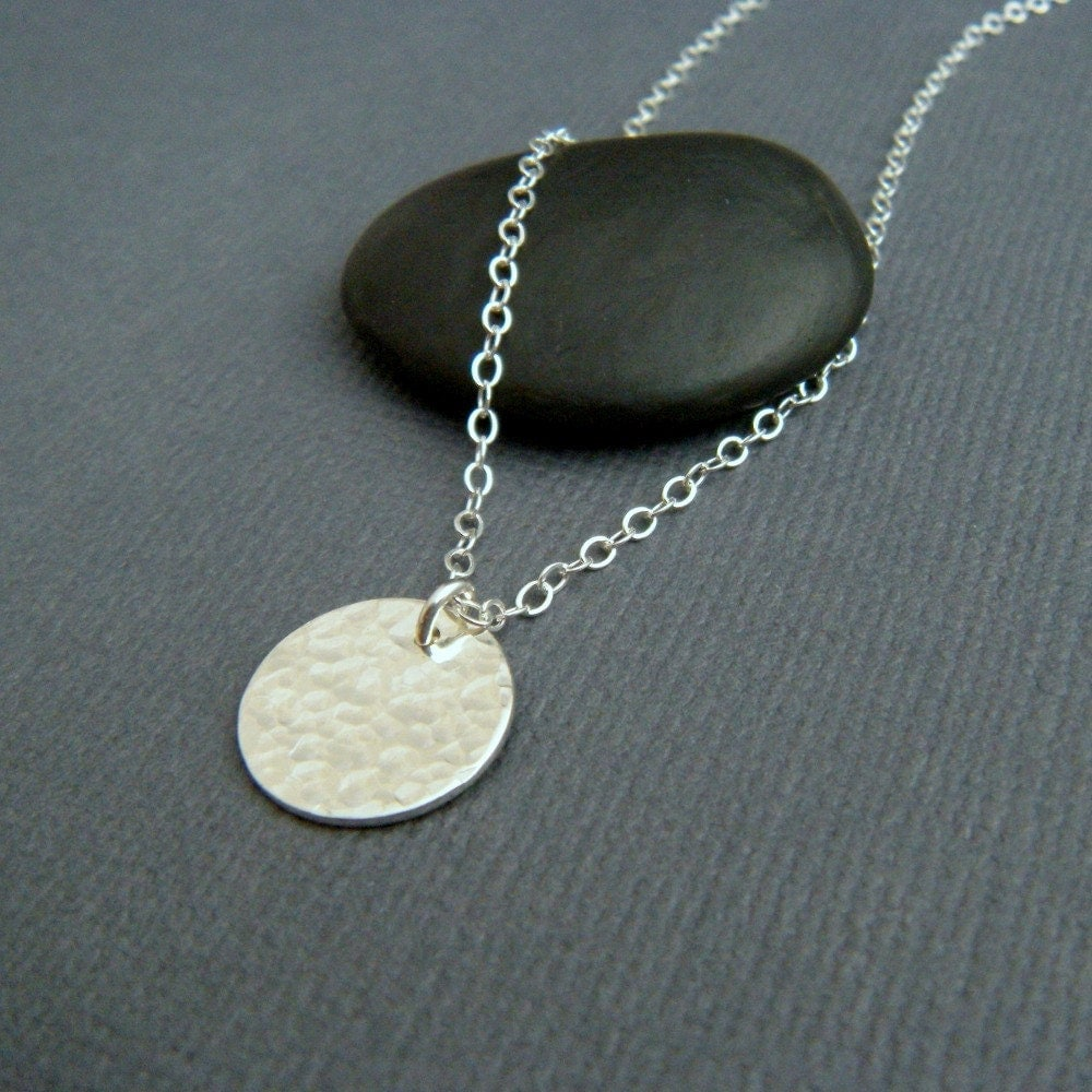hammered circle necklace. simple silver necklace. small