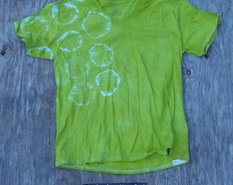 Easy Being Green Tie Dye V-neck Spots&Dots T-Shirt (Fruit of the Loom Size L) (One of a Kind)