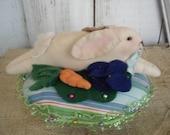 Bunny Pillow Pin Cushion, Primitive, Rustic, Needlecraft, Pinkeep, Ofg, Faap, Hafair