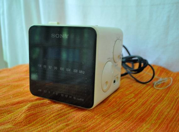 Radio-réveil de Sony Vintage Dream Machine Cube
