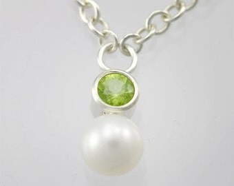 Stone Drop Neck with Pearl (Peridot)