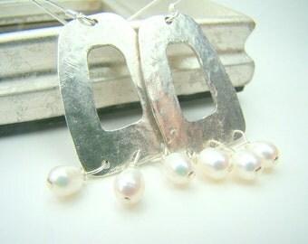 Hammered silver pearl earrings, long pearl dangle earrings