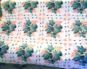 "SAILCLOTH TABLECLOTH HYDRANGEAS pink petals, green leaves, large size 48"" x 62""inches, cheery 1950s Americana tablecloth"