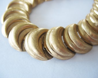 Napier Link Choker Necklace Goldtone Crescent Moon 1970's