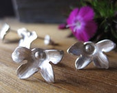 Fan flower stud earrings: sterling silver