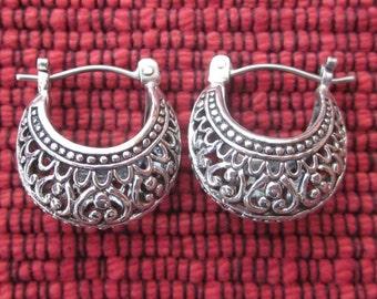 Ravish Balinese solid Silver Hoop Earrings / silver 925 / Bali handmade jewelry