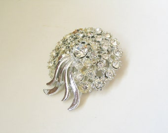 Hollywood bombshell: massive 1960s high luxe sparkly rhinestone costume pin brooch
