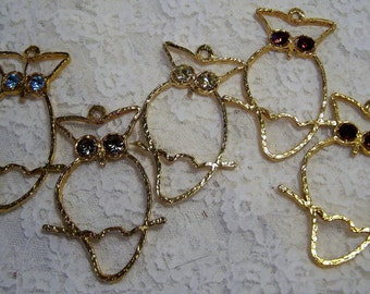 Vintage Retro Owl Pendant Gold Tone w Brown Topaz Rhinestone Eyes, 1970s Owl Jewelry, Crafting Supplies, Animal Jewelry
