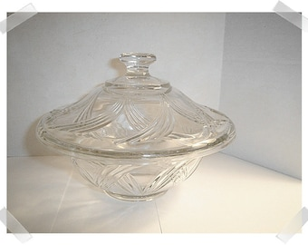 Clear Glass Dish w/Lid/ Kitchen Wares/ Supplies*
