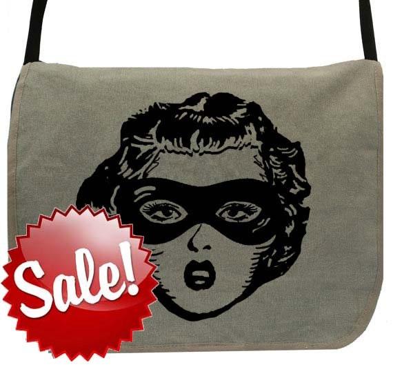 Wonder Woman  -- Canvas messenger bag -- large field bag -- adjustable strap skip n whistle