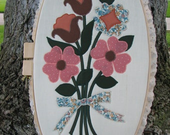 Hand Made - Machine Quilted - Applique - Floral - Wall Hanging - Picture - Fall - Bouquet - Vintage - Oval - Quilting Frame - Staging Piece