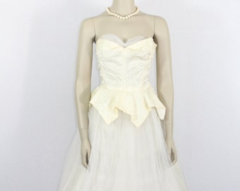 SALE......1950's Vintage Wedding Dress - Ivory Strapless Tulle and Satin Damask Wedding Dress - 33 / 26 / full