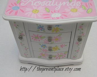 Large white jewelry box, hand painted, personalized gift,daisies ,fairy,perfect gift for girls, girls jewelry box, kids jewelry box