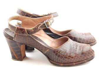 Late 1940s Reptile Platform shoes size 7 and a half AAAA Brown Gator Heels
