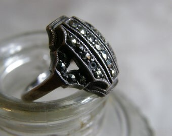 Vintage Art Deco silver and marcasite ring circa the 1920's - size 4 3/4