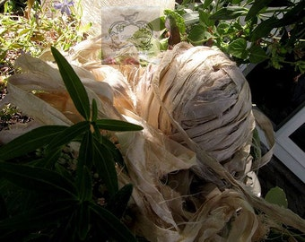 Sari Silk Recycled Ribbon in a Vintage Ivory Blend