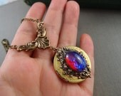 Vintage dragon's breath opal glass jewel vintage locket, aged brass locket, round locket, L077