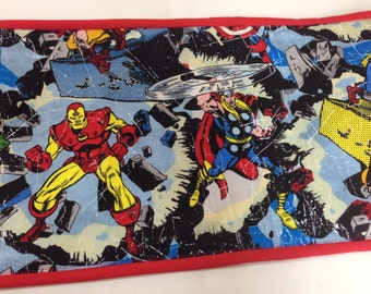 AVENGERS SUPER HEROES  Art Tote complete with chalkboard, chalk, eraser, paper pad, pencil, crayons, and colored pencils