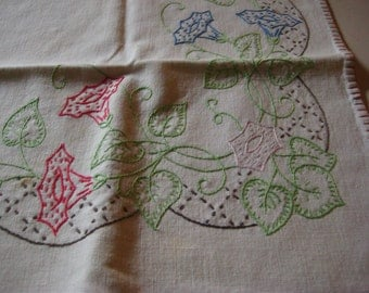 Vintage table topper, four napkins, hand embroidered