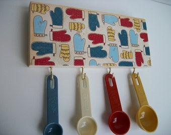 Measuring Spoon Rack Kitchen Retro Style Multicolor Oven Mitt