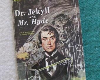 Robert Louis Stevenson's Dr. Jekyll and Mr. Hyde Paperback