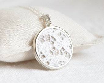 Lace necklace with white lace and burlap (linen) fabric l023