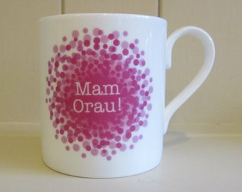 Best Mum in Welsh, Mam Orau, fine bone china mug with pink splatter design