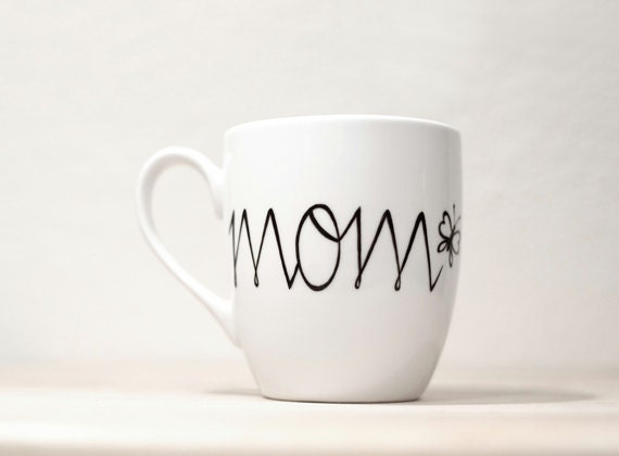 Mom's Mug Personalized Ceramic Mug Hand Painted tea cup  Gift for   Mom mug white kitchen decor Decorative Art