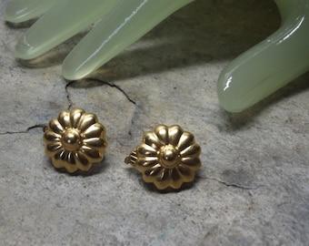 "Vintage 3/4"" Goldtone Flower Head Daisy Style Clip On Earrings"