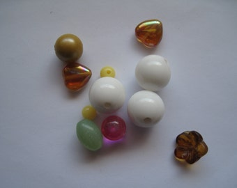 Destash of assorted colored beads