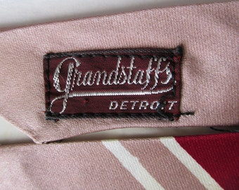 1940s Art Deco Man's Wide Tie with Abstract Holly Leaf Shape, Mauve and Burgundy