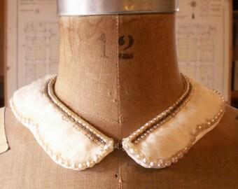 Vintage Ivory Fur and Faux Pearl Ladies Peter Pan Collar