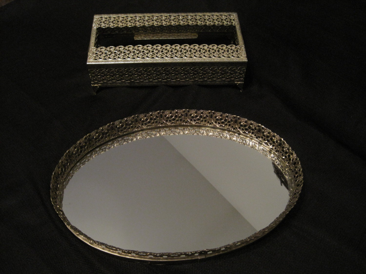 Gold Metal Wall Mirror: Vintage Gold Tone Metal Framed Oval Mirror Vanity Tray