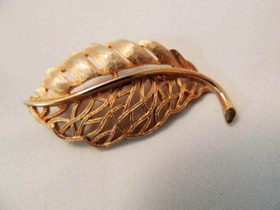 """Vintage Filagree Goldtone Metal LEAF BROOCH PIN.. Signed """"Ultra"""""""