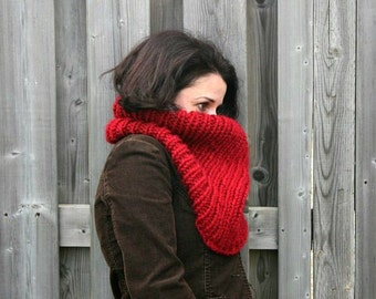 Chunky Knit Cowl in Cranberry /THE ALGOMA THERMAL